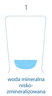 szklanka z wodą na dnie. 1 mg/l, woda mineralna niskozmineralizowana