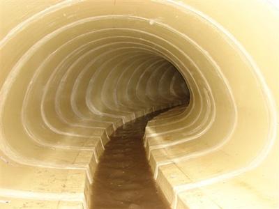 wnętrze kolektora ściekowego po renowacji.