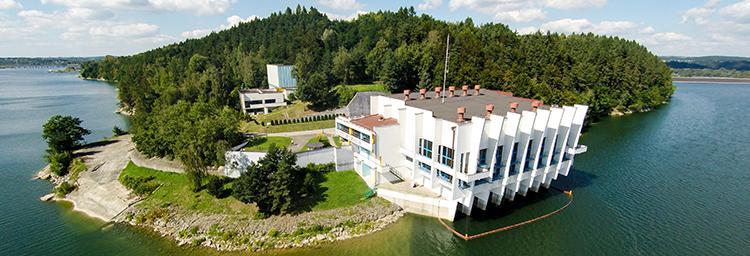 Budynek Ujęcie wieżowe na Zbiorniku Dobczyckim.