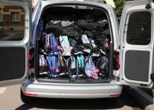 Placaki zapakowane do samochodu.