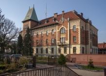 Widok budynku głównego Wodociągów Miasta Krakowa od strony zakonu Sióstr Serafitek.