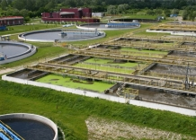 Reaktory biologiczne oraz fragment osadników. Ujęcie z lotu ptaka.
