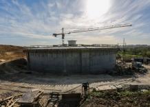 Budowa zbiornika wodociagowego. Zdjęcie z zewnątrz
