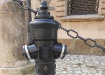 Hydrant współcześnie na jednej z ulic Krakowa.