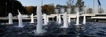 Zimowy sen fontanny w Parku Lotników Polskich